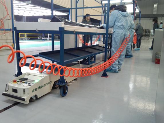 AGV 공장에서 제품부품 운반